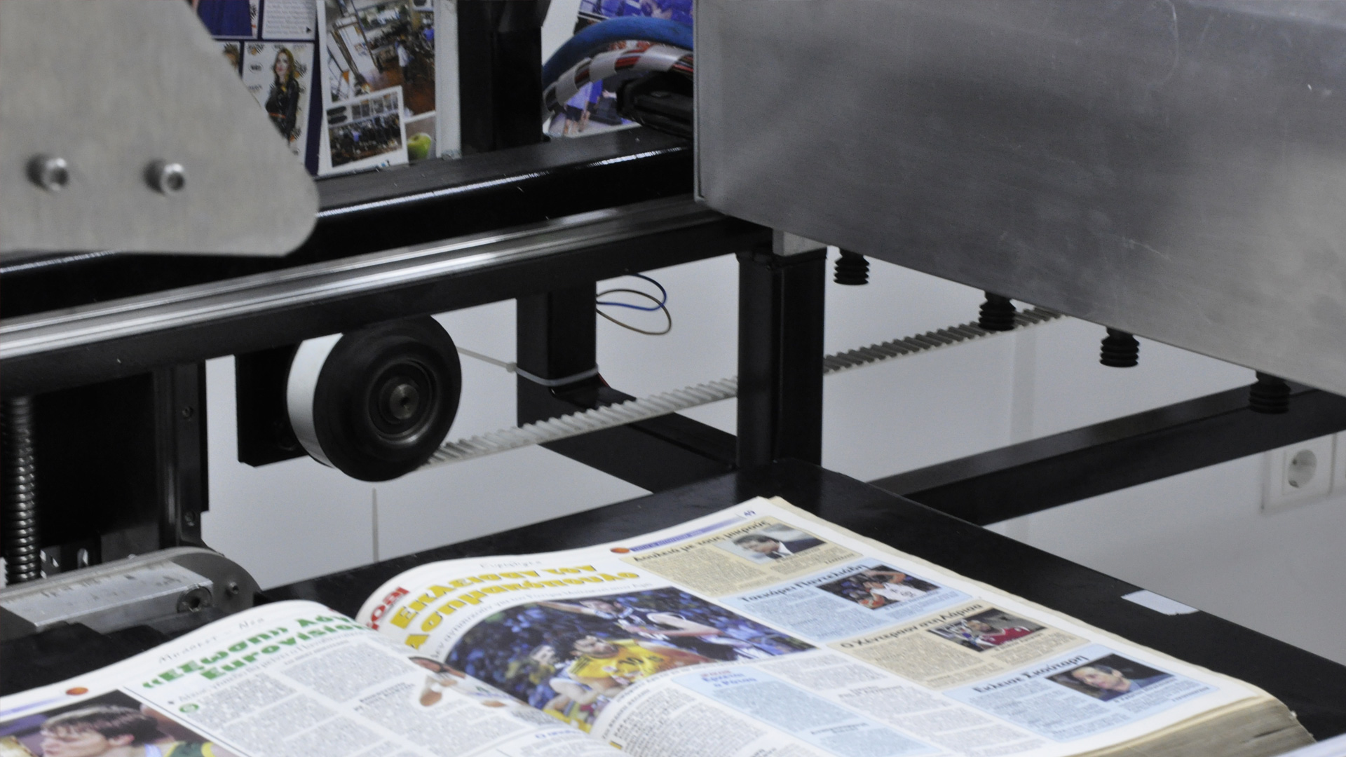 Bookscanner system synchronizing component movements