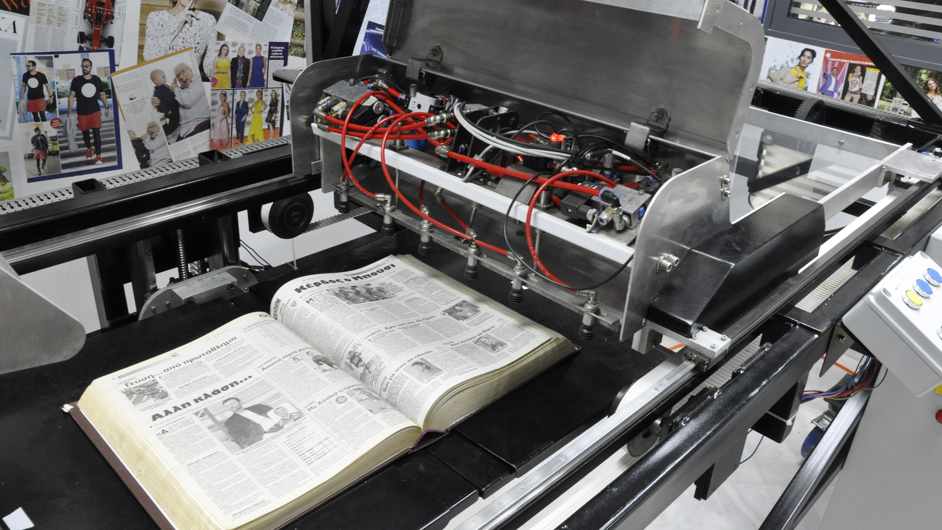 The Bookscanner equipment balances gentle handling of each book to avoid any wear-and-tear, while achieving high scanning speeds