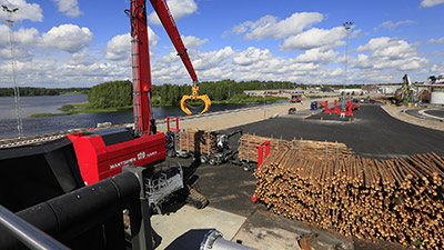 Logs transported at Metsä Fibre's bioproduct mill monitored via Matrox-powered video wall in the control room.