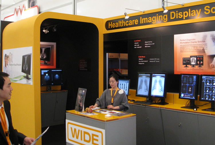 Matrox Xenia Pro drives WIDE mammography displays at ECR 2010